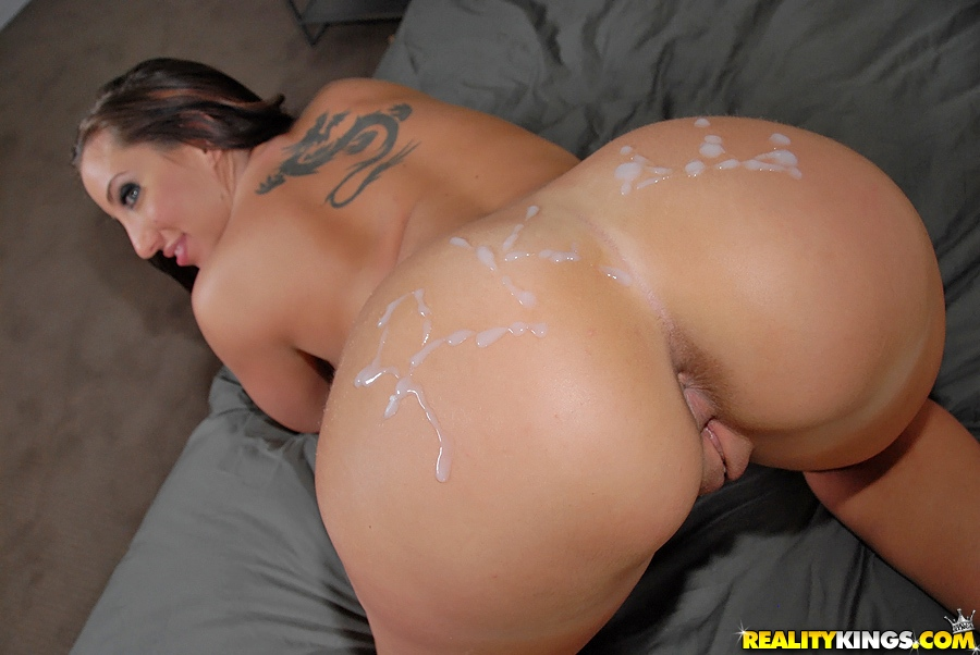 kelly divine ass