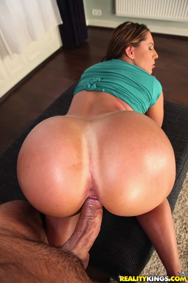 Big phat ass bouncing